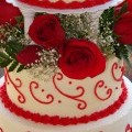 detail wedding cake and roses